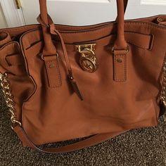 🎉SALE🎉Authentic Michael Kors Hamilton Tan satchel or shoulder bag. Also has dust bag. Authentic Like New condition Michael Kors Bags Satchels