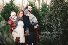 Christmas card photo ideas, Christmas tree stand, family photos. winter family photos. Christmas tree photoshoot. www.kstevensonphoto.com