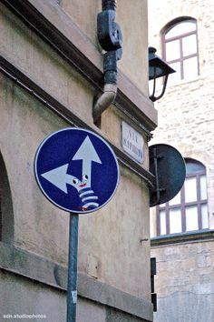 """Clet Abraham, """"Il folle"""". Cartello stradale modificato in Via Santo Spirito, Firenze (Toscana, Italy) - by Silvana, aprile 2014"""