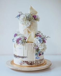 Semi-naked drip cake with fresh flowers in muted jewel tones Fall Wedding Cakes, Unique Wedding Cakes, Beautiful Wedding Cakes, Gorgeous Cakes, Pretty Cakes, Cupcakes, Cupcake Cakes, White Birthday Cakes, Dessert Decoration