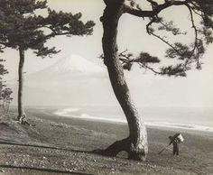 "Koyo Okada, ""Mount Fuji,"" ca 1950 via: yamo-bato, chagalov & PdP Old Photos, Vintage Photos, Street Photography, Art Photography, Mont Fuji, Arbour Day, Film Stills, Asian Art, Past"