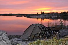 Åland is best explored by bicycle - bridges and small ferries take you from one island to the next. Choose from bed & breakfasts, campgrounds or cottages. Camping Glamping, Summer Landscape, Best Cities, Hiking Trails, Rafting, Time Travel, Wonderful Places, Outdoor Activities, Trekking
