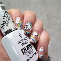Trendy w zdobieniach paznokci: Jednorożce! | Cienistość.pl - paznokcie, zdobienia i hybrydy - blog z inspiracjami Trendy, Rainbow Unicorn, Salons, Nail Polish, Nail Art, Pure Products, Nails, Blog, Inspiration