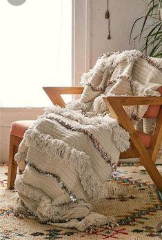 Handmade moroccan wedding blanket Moroccan Home Decor, Moroccan Design, Moroccan Rugs, Moroccan Wedding Blanket, Quilted Throw Blanket, Throw Blankets, New Room, Decoration, Floor Pillows