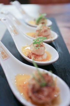A bite-sized succulent scallop on a sauce of Japanese butter and Parmesan cheese. Philippines Travel Guide, Philippines Food, Onion Leeks, Onions, Homegrown Restaurant, Osaka, Nobu Restaurant, Peruvian Cuisine, Scallops
