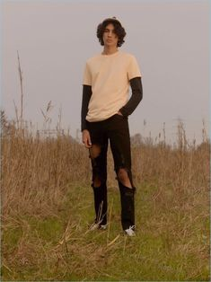 Model Callum Stoddart layers a long-sleeve tee with a short-sleeve t-shirt and extreme ripped skinny jeans from Topman. Skater Boy Style, Hot Skater Boys, Skater Outfits, Tomboy Outfits, Emo Outfits, Disney Outfits, School Outfits, Boy Fashion, Fasion