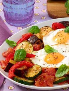Vegetarisches Gemüse mit Spiegeleiern: http://kochen.bildderfrau.de/rezepte/rezept_buntes-gemuse-mit-spiegeleiern_334784.aspx  #vegetarisch