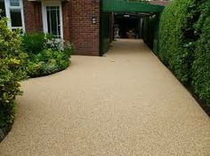 Definitely needs an edge Resin Driveway, Driveway Paving, Driveway Ideas, Small Front Gardens, Back Gardens, Console Table, Shingle Driveway, Driveway Materials, Light Purple Flowers