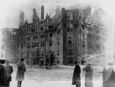 Incendie du Château Frontenac le 14 Janvier 1926, 2 Quebec Montreal, Old Quebec, Quebec City, Old Photos, Vintage Photos, Chute Montmorency, Chateau Frontenac, Le Petit Champlain, Canada