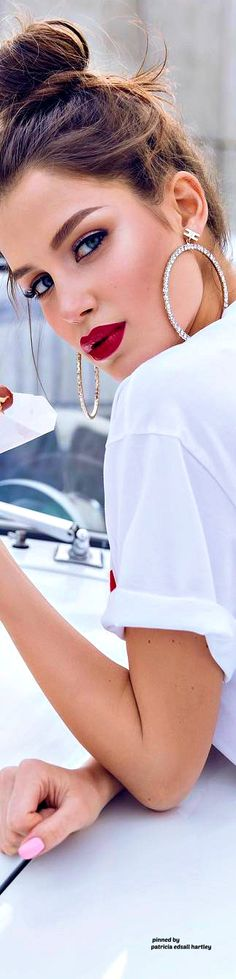 Summer Chic, Spring Summer, White Fashion, Girl Fashion, Perfect Red Lips, Babe, Glam Girl, Beautiful Lips, Street Chic