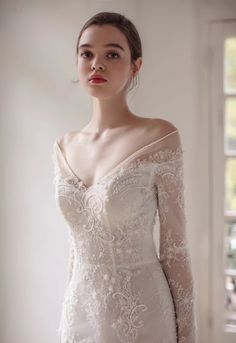 Wide V neck full sleeve lace wedding dress with detachable train lace appliqués Weites Brautkleid au Art Deco Wedding Dress, Wedding Dress Brands, Western Wedding Dresses, V Neck Wedding Dress, Princess Wedding Dresses, Boho Wedding Dress, Designer Wedding Dresses, Wedding Lace, Detachable Wedding Dress Sleeves