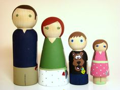 Large Wooden Peg Doll Family of 4 Personalized Custom por Pegged
