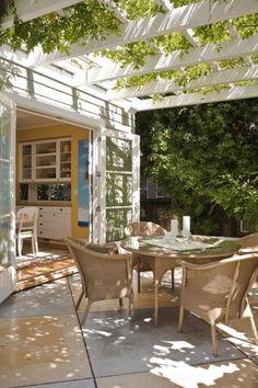10 Small Patio Decor Ideas: #7. Arbor Decor; #patio; #patiofurniture; #patiodesigns; #homedecor