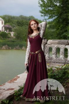"Wollkleid ""Sansa"" Fantasy Mittelalter - sadly the dress is made of wool but I really love the belt."