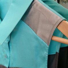 Tem #detalhe do ombro da camisa sem mangas Gloria Coelho que está na loja online. Temos uma peça tamanho P imperdível e em uma cor linda para combinar com você. http://ift.tt/29Ss7Qh #moda #campinas #grife #modabrasileira