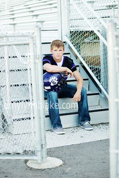 football: Will have to remember this for boys Senior Pics. Except will have to do this with a soccer ball, way cooler :) Football Poses, Football Senior Pictures, Senior Pics, Male Senior Pictures, Soccer Pics, Senior Year, Football Soccer, Football Players, Boy Pictures