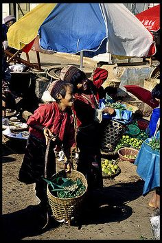 MYANMAR - Kids in the market | Tribal kids go shopping in the colorful market of…