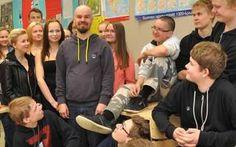 Muun muassa 8A-luokka vetosi sen puolesta, että Antti Virkkula valitaan historian ja yhteiskuntaopin opettajan virkaan.