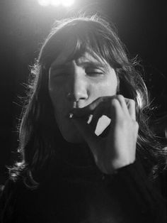 Roger Waters, Pink Floyd, live at Pompeï in © Jacques Boumendil Black Metal, Pink Floyd Live, David Gilmour Pink Floyd, Blues, Music Pics, Music Stuff, Roger Waters, Progressive Rock, Jimi Hendrix