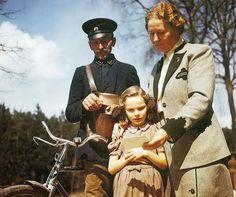 Фото: Жена и дочь Германа Геринга во время получения его письма в ходе Нюрнбергского процесса