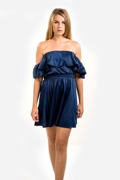 A charming ruffled dress with an off-shoulder neckline to flatter your décolletage. 100% silk, 22mm crepe de chine