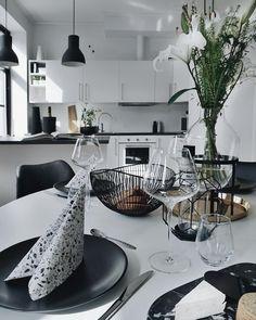 T Λ S T Ξ F U L 🍴 Ad for Devoldfabrikken// Bestikk og vakre glass fra @porsgrundoutlet , marmorbrett og servietter fra @binderiet og vase…