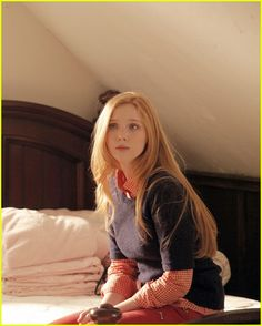 molly-quinn-secret-safe-castle-05.jpg