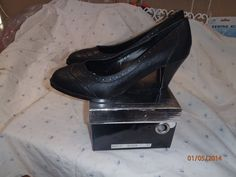 scarpe nuove n. 41 https://www.facebook.com/groups/1425472734405077/permalink/1428526104099740/