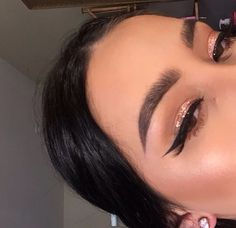 — How do you blend eyeshadow? I'm super new to it....
