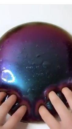 Galaxy Schleim  #galaxy #schleim Le Slime, Slimy Slime, Borax Slime, Slime Asmr, Metallic Slime, Glossy Slime, Fluffy Slime Recipe, Diy Fluffy Slime, Diy Crafts Slime
