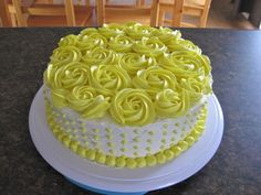 Cake Decorating Frosting, Cake Decorating Designs, Birthday Cake Decorating, Cake Designs, Cake Decorating For Beginners, Cake Decorating Videos, Cake Decorating Techniques, Cake Piping, Buttercream Cake