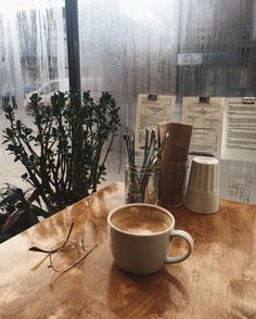 Discover recipes, home ideas, style inspiration and other ideas to try. Rain And Coffee, Coffee And Books, Coffee Cozy, Coffee Break, Coffee Time, Coffee Shop, Coffee Maker, Aesthetic Coffee, Autumn Aesthetic