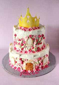 Make a cake fit for a princess with this super easy fondant crown tutorial!