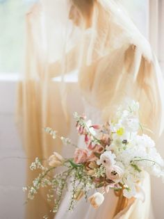 Understand and pale, this bouquet is really pretty with a non-white veil!