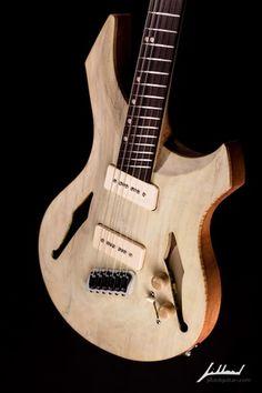Une œuvre à la lutherie sans égale par Jillard Guitars. Retrouvez des cours de guitare d'un nouveau genre sur MyMusicTeacher.fr