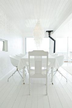 Truly Scandinavian Modern Summer House | DigsDigs