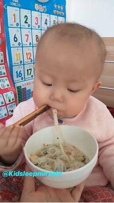 Cute Funny Baby Videos, Cute Funny Babies, Funny Videos For Kids, Videos Funny, Funny Cute, Cute Kids, Mom Funny, Humor Videos, Memes Humor