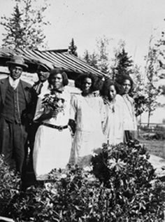 Thomas Mapp and family, a group of Black settlers from Amber Valley, Alberta (courtesy Glenbow Pioneer Life, Pioneer Women, Canadian Prairies, Immigration Canada, Mocha, Jim Crow, Canadian History, Western Canada, Native Americans