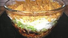 Leckerer Nacho-Salat (mexikanischer Schichtsalat) and Drink mexican dessert Leckerer Nacho-Salat (mexikanischer Schichtsalat) - Rezept Winter Salad Recipes, Salad Recipes For Parties, Mexican Salad Recipes, Arugula Salad Recipes, Mexican Salads, Chopped Salad Recipes, Bean Salad Recipes, Salad Recipes For Dinner, Greek Recipes
