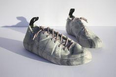 Marbel sculpture Radical Intent - Thomson Shoes