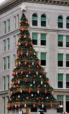 The Joseph Horne's tree is vintage landmark from a bygone era... it's not Christmas in The 'Burgh without this decoration even though Joseph Horne's has been gone for decades.