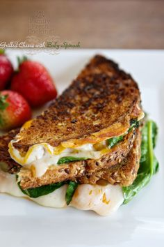 Grilled Cheese with Baby Spinach. Every bite of this gooey & crispy Grilled Cheese with Baby Spinach will thrill you! Grilled Cheese Recipes, Spinach Recipes, Milk Recipes, Cooking Recipes, Healthy Recipes, Grilled Cheeses, Burger Recipes, I Love Food, Good Food
