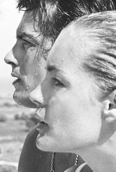 """Couple Alain Delon & Romy Schneider dans """"La Piscine"""" de Jacques Deray - Août 1968 - noir et blanc - black and white - portrait iconic"""