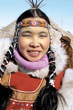 Chukchi woman Chukchi people - Wikipedia, the free encyclopedia en.wikipedia.org/wiki/Chukchi_people The Chukchi,Eskimos of Western Chukotka(Russian: чукчи (plural), чукча (singular)) are an indigenous people inhabiting the Chukchi Peninsula and the shores
