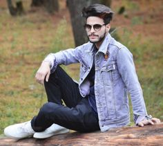 Men's jackets are a crucial component to every man's set of clothing. Men need to have outdoor jackets for a variety of functions as well as some climate conditions. 1950s Jacket Mens, Cargo Jacket Mens, Green Cargo Jacket, Grey Bomber Jacket, Leather Jacket, Whatsapp Dp Girls, Girl Number For Friendship, Khaki Parka, Photography Poses For Men
