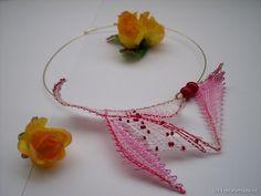 Lenka a Pavel Hoop Earrings, Wreaths, Jewelry, Decor, Lace Jewelry, Bobbin Lace Patterns, Jewerly, Jewlery, Decoration