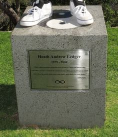 Grave Marker- Heath Ledger  April 4, 1979 - Jan 22, 2008 (age 28)    Buried: Australia, Perth