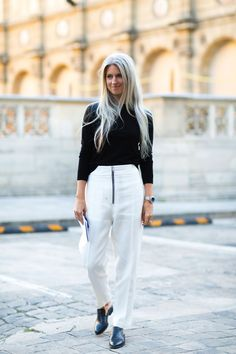 Even Sarah Harris can have an off day Fashion Week Paris, Fashion Week 2016, Spring Fashion, Sarah Harris, Grey Fashion, Fashion Pants, Love Fashion, Nyfw Street Style, Cool Street Fashion