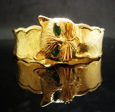 This is one gorgeous green eyed cat that holds a secret when you open and close him. Inside is a parker quartz watch. The bracelet is brilliant