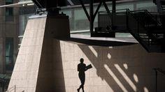Frauenquote: Mit dem Frauenanteil steigt auch das Gehalt |ZEIT ONLINE Führen mehr Frauen an der Unternehmensspitze automatisch zu mehr Gleichberechtigung im Unternehmen? Nein – aber dafür steigt d…